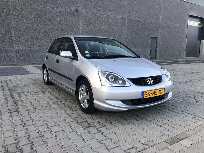 Honda Civic 1.6i LS (2004)