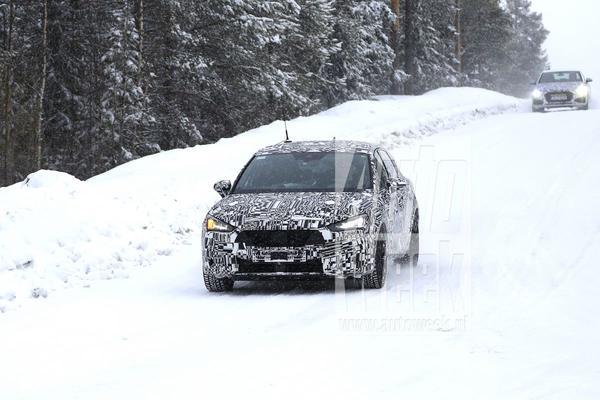 Seat Leon schuift sneeuw