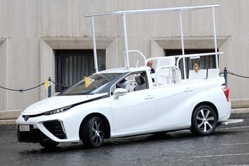 Toyota Mirai als nieuwe pausmobiel