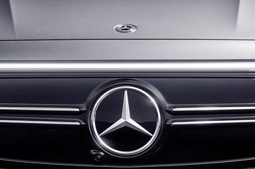 Daimler verandert naam en splitst op in twee bedrijven
