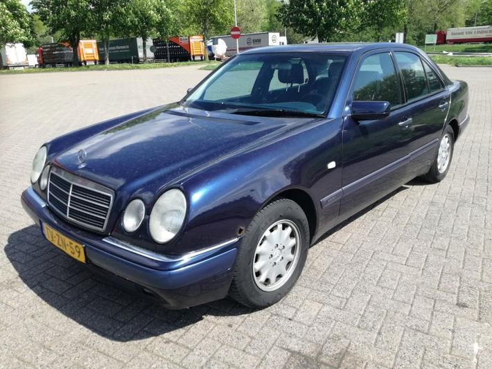 Mercedes-Benz E 220 CDI Elegance (1998)