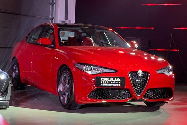 Vernieuwde Alfa Romeo Giulia en Stelvio duiken op