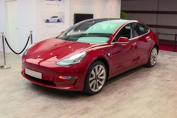Tesla Model 3 eindelijk in Nederland te zien
