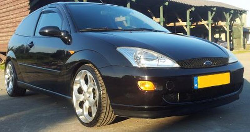 Ford Focus 1.8i 16V Trend (1999)