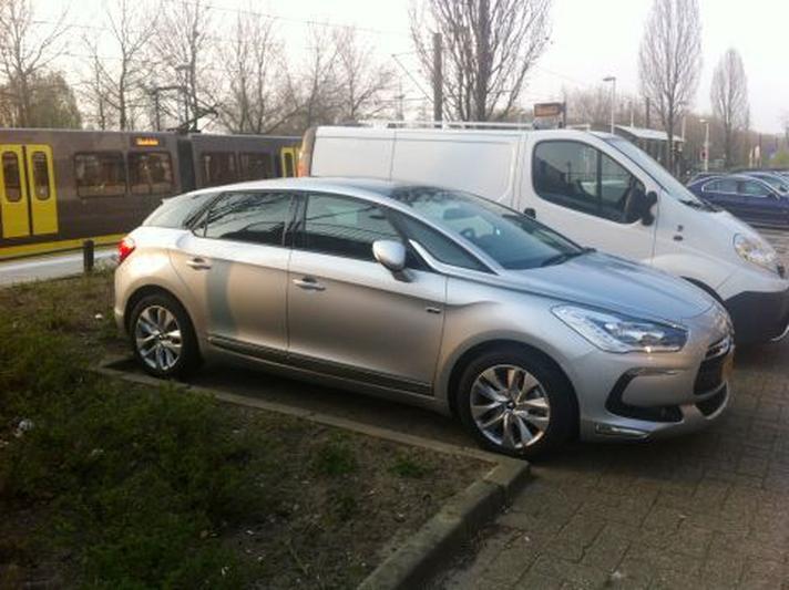 Citroën DS5 Hybrid4 Business Executive (2013) review - AutoWeek nl