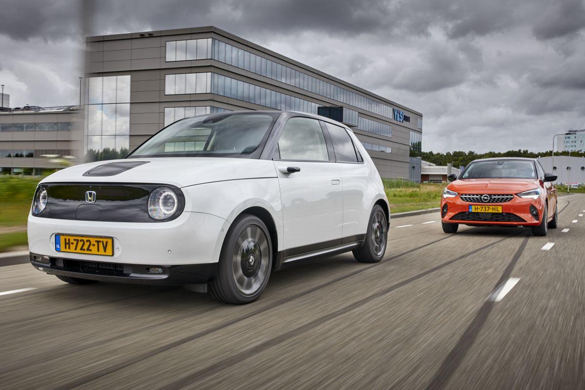 AW 29 Honda E vs. Opel Corsa-e