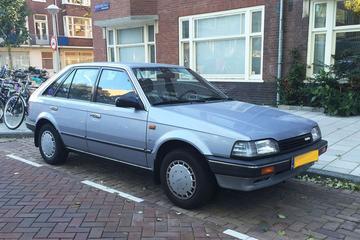 In het wild: Mazda 323 (1989)