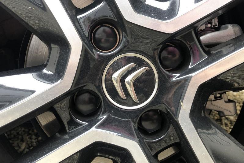 De steekmaat is het aantal bouten, en de doorsnede van de cirkel die deze bouten vormen.