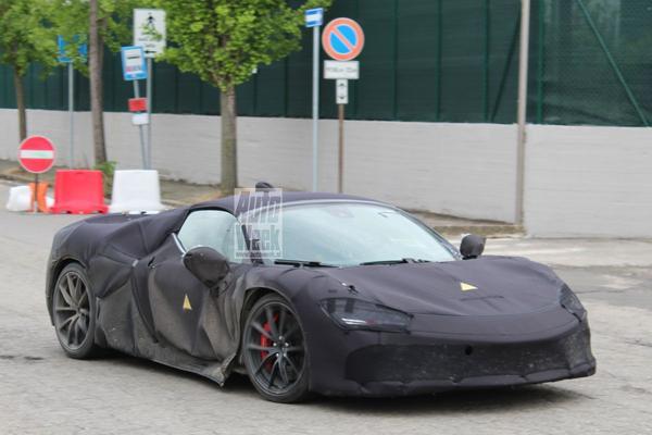 Ferrari's hybride nieuwkomer in beeld