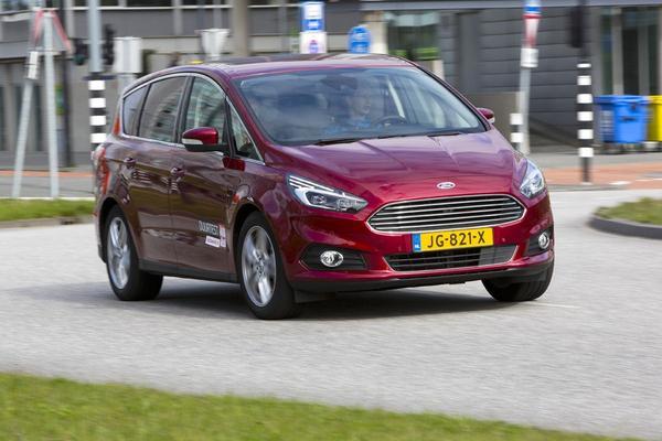 Ford Nederland zwaait S-Max en Galaxy uit