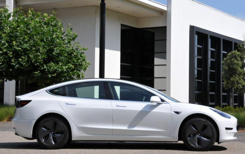 Tesla Model 3 Standard Range Plus (2020)