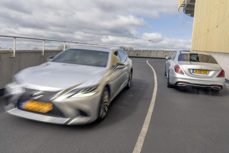 Mercedes-Benz S560e - Lexus LS500h AWD - Dubbeltest