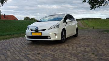 Toyota Prius Wagon 1.8 HSD Dynamic Business (2013)