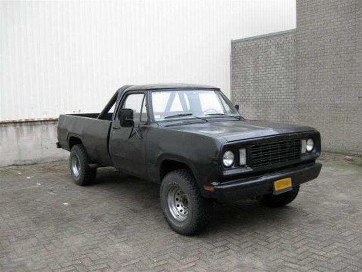 Dodge W200 (1977)