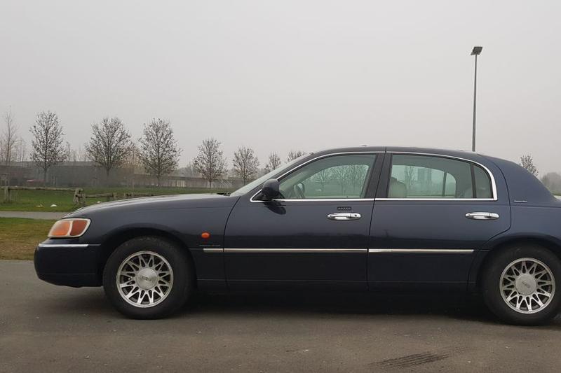 Lincoln Town Car (2000)