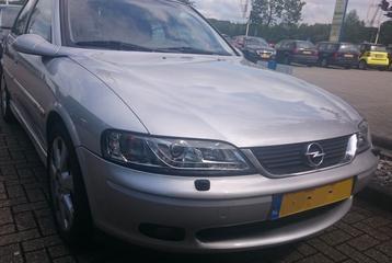 Opel Vectra 2.5i-V6 CDX (1999)