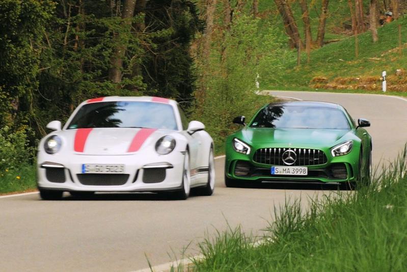 Mercedes AMG GTR vs Porsche 911 R