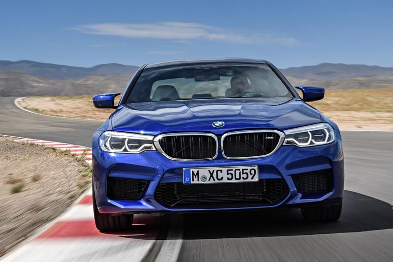 BMW hangt prijskaartje aan M5