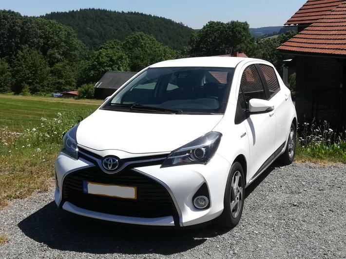 Toyota Yaris 1.5 Full Hybrid Trend (2016)