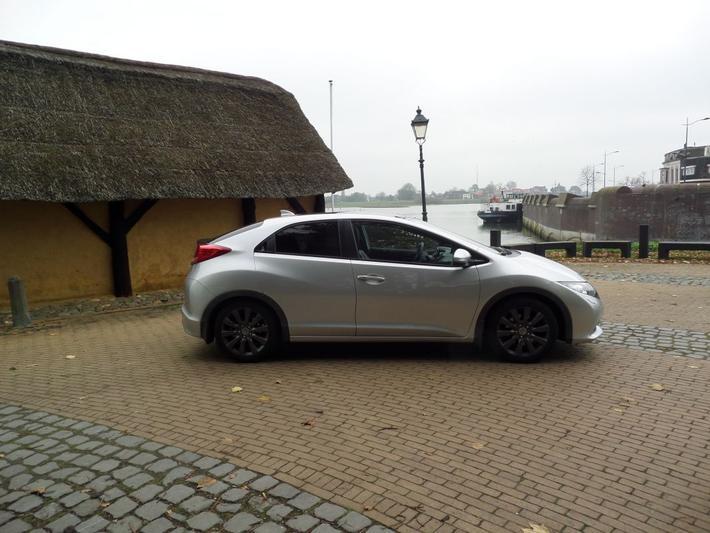 Honda Civic 1.8 Executive (2015)