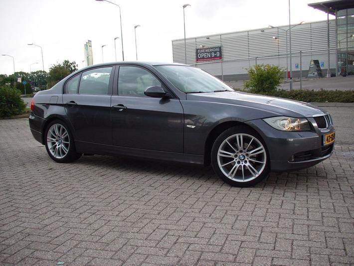 BMW 320i High Executive (2006)
