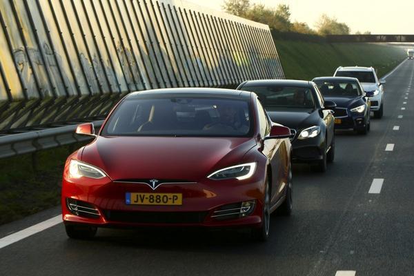Update voor Tesla's Autopilot
