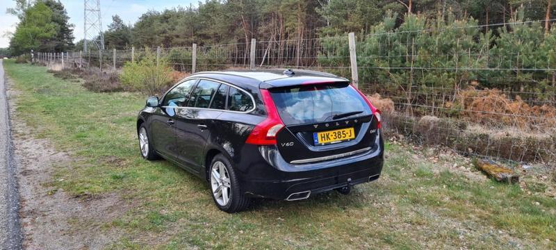 Volvo V60 D6 AWD Twin Engine Summum (2015)