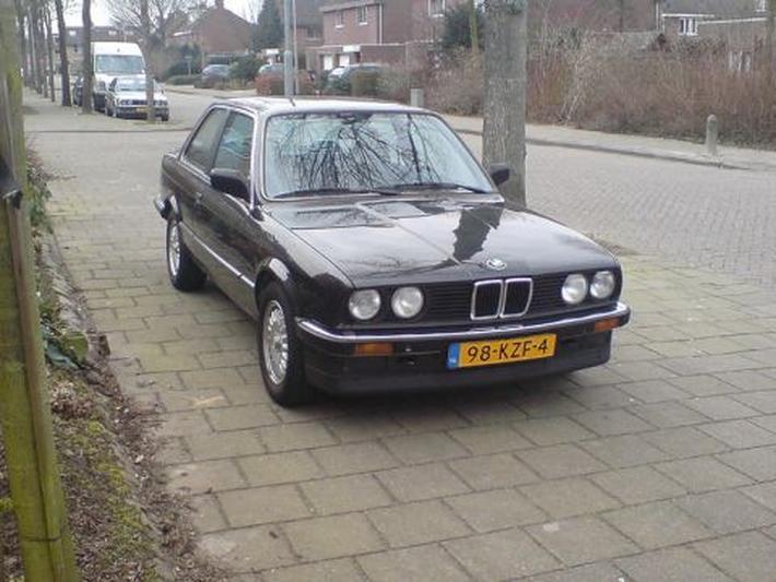 BMW 323i (1985)