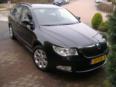 skoda superb combi 1 6 tdi greenline comfort bus 2011. Black Bedroom Furniture Sets. Home Design Ideas