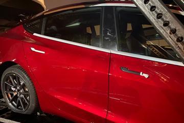 Licht aangepaste Tesla Model 3 gespot