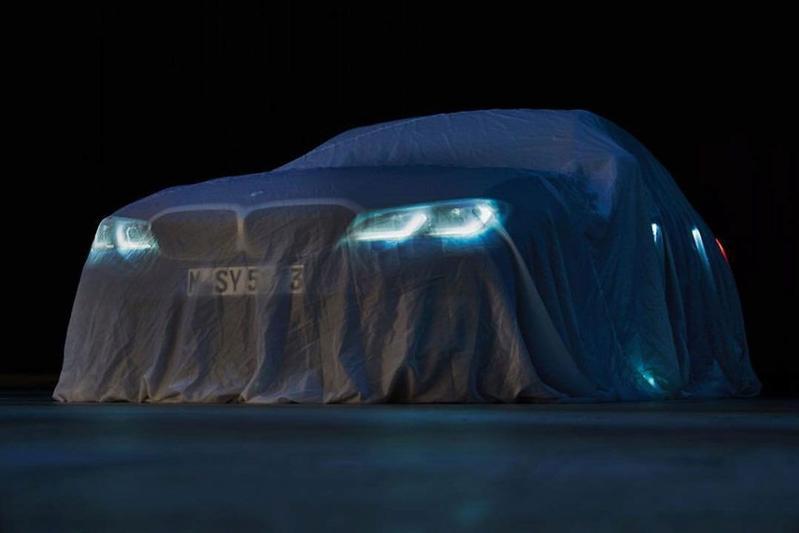 BMW 3-serie schemert door