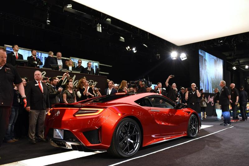 Eerste Acura NSX brengt 1,1 miljoen euro op