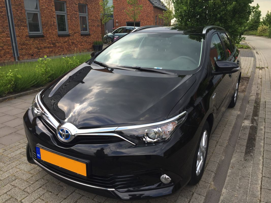 toyota auris touring sports 1 8 hybrid lease 2015. Black Bedroom Furniture Sets. Home Design Ideas