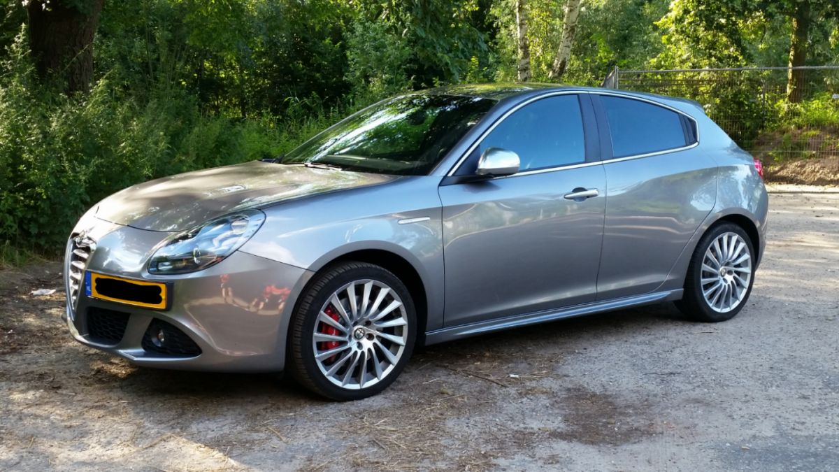 alfa romeo giulietta 1 4 turbo multiair distinctive 2012. Black Bedroom Furniture Sets. Home Design Ideas