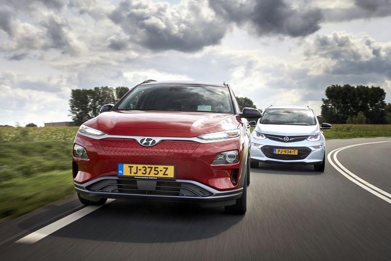 Hyundai Kona Opel Ampera elektrisch rijden pluggen