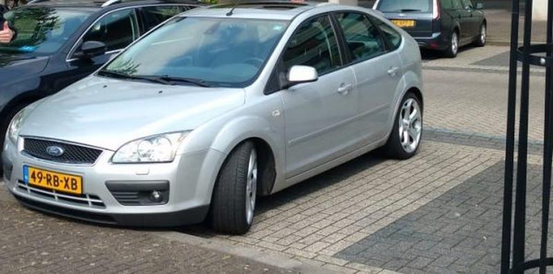 Ford Focus 2.0 16V Titanium (2005)