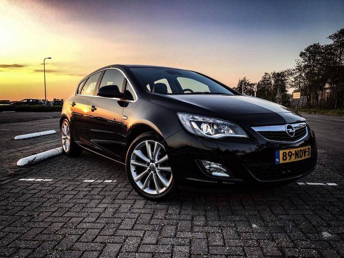 Opel Astra 1.4 Turbo 140pk Cosmo (2010)