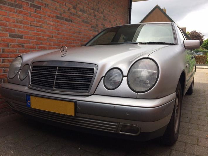 Mercedes-Benz E 200 CDI Classic (1999)