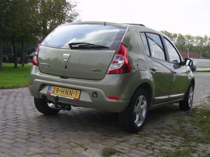 Dacia Sandero 1.6 Lauréate (2009)