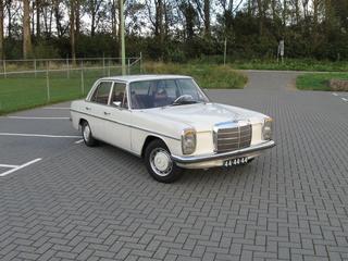 Mercedes-Benz 220 (1972)