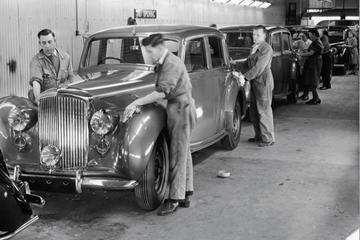 Bentley viert 75 jaar 'Crewe'