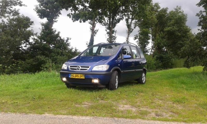 Opel Zafira 1.8i-16V Elegance (2002)