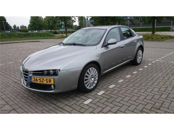 Alfa Romeo 159 1.9 JTS Distinctive (2006)