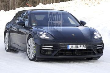 Gefacelifte Porsche Panamera Sport Turismo weer buiten