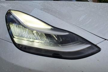 Foto's: nieuwe koplampen en elektrische achterklep Tesla Model 3