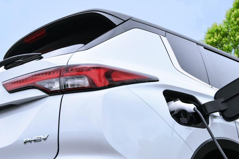 Mitsubishi Outlander PHEV teaser
