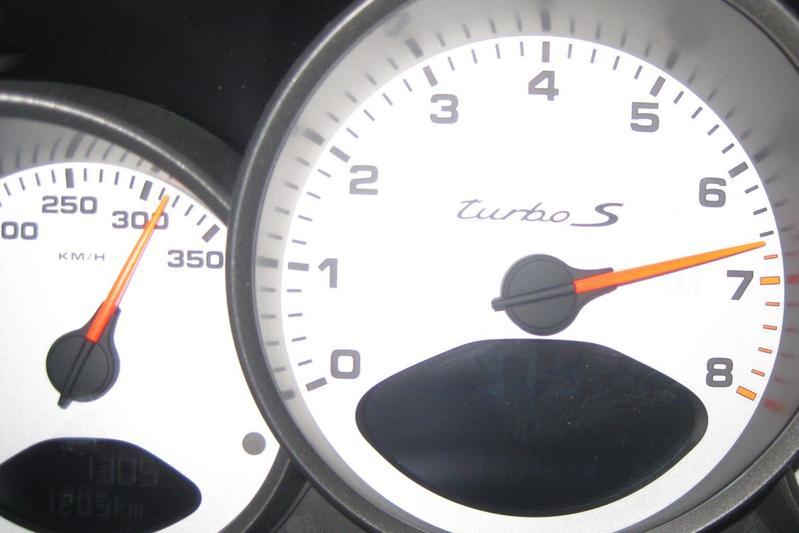 Flatout Porsche 911 Turbo S