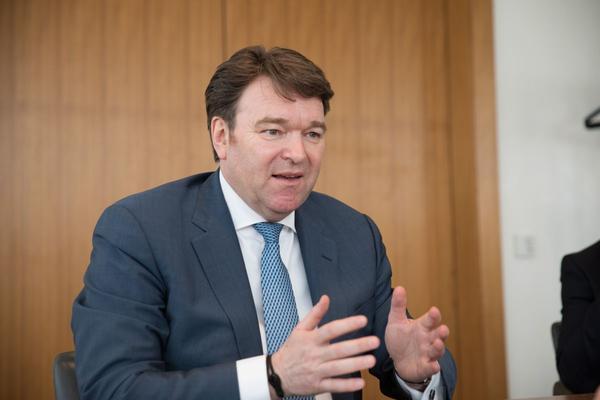 'Bram Schot wil CEO-rol vasthouden'