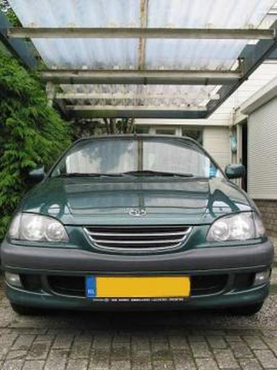 Toyota Avensis 2.0 Linea Sol (1999)