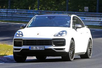 Porsche Cayenne Coupé GTS jaagt over de Nürburgring
